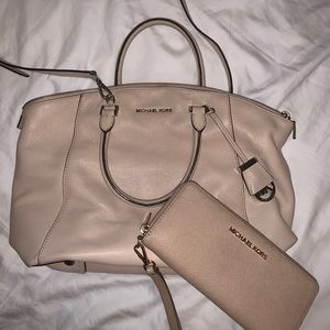 Michael Kors Crossbody w/ matching wallet